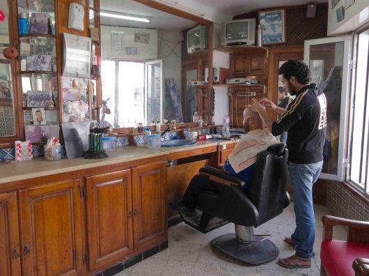 Schneiden Waschen, Legen beim Barbier in Hammamet